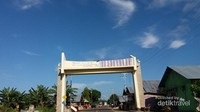 Perjalanan menuju Monumen Trikora. Monumen ini tidak jauh dari Pusat Kota yaitu tepatnya di Desa Wawama