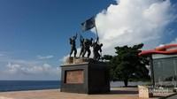 Monumen ini didirikan untuk memperingati pendaratan tentara indonesia dalam operasi Trikora.