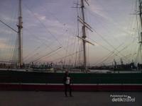 Kapal layar besar yang tujuannya berlayar di wilayah benua Eropa
