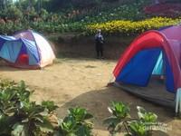Kepanasan? Tenang, ada tenda untuk berteduh.