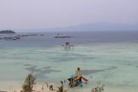 Airnya yang jernih dengan fasilitas yang ada di pantai membuat pantai ini menarik untuk dikunjungi.