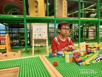 Disini anak-anak bisa bermain lego