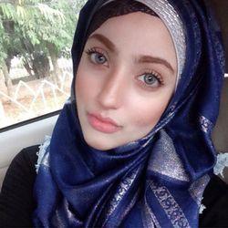 Fatimah Habsyi, Hijabers Cantik yang Sukses Jadi Perias Henna Profesional