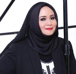 Hannie Hananto, Mantan Arsitek yang Sukses Jadi Desainer Busana Muslim