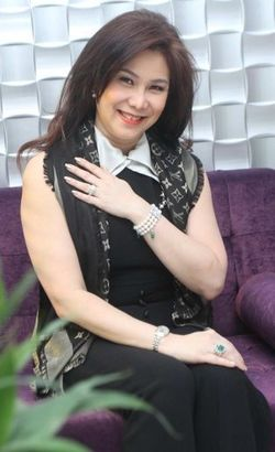 Cinta Sejak SD, Julia Hadi Sukses 27 Tahun Berbisnis Perhiasan