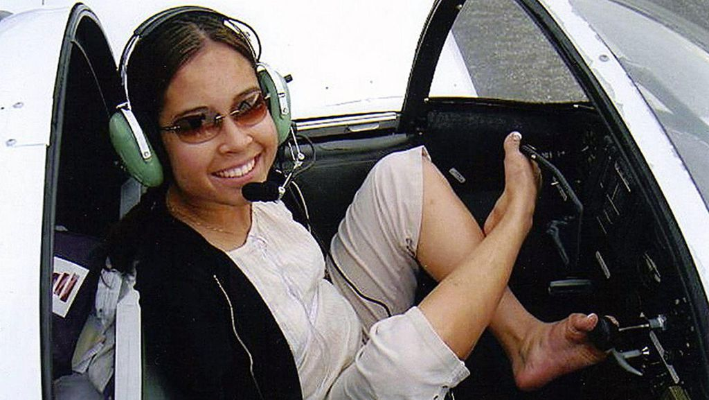 Potret Jessica, Pilot Tanpa Lengan yang Sukses Kendarai Pesawat dengan Kaki