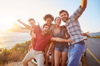 Pilih tempat nongkrong dan berkumpul yang bebas asap rokok. Berkumpul bersama teman yang perokok di ruangan bebas asap rokok mengurangi potensi Anda untuk merokok. Foto: thinkstock