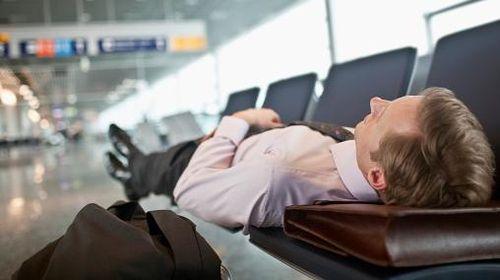 Pesawat Delay Saat Mudik? Ini yang Bisa Dilakukan Agar Tak Stres