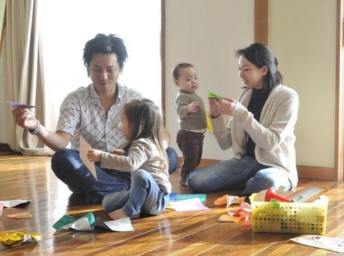 Ayah Dan Ibu Sibuk? Yuk Luangkan 30 Menit Untuk Ajak Anak Main