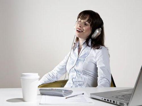 Mendengarkan Musik Yang Menyenangkan Bikin Otak Lebih Kreatif