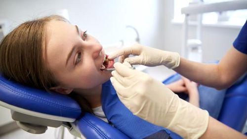 Gusi Sering Berdarah Saat Sikat Gigi? Mungkin Ini Sebabnya