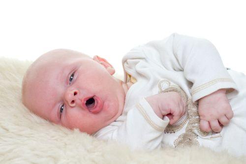 Gumoh Vs Muntah Pada Bayi, Bagaimana Membedakannya?