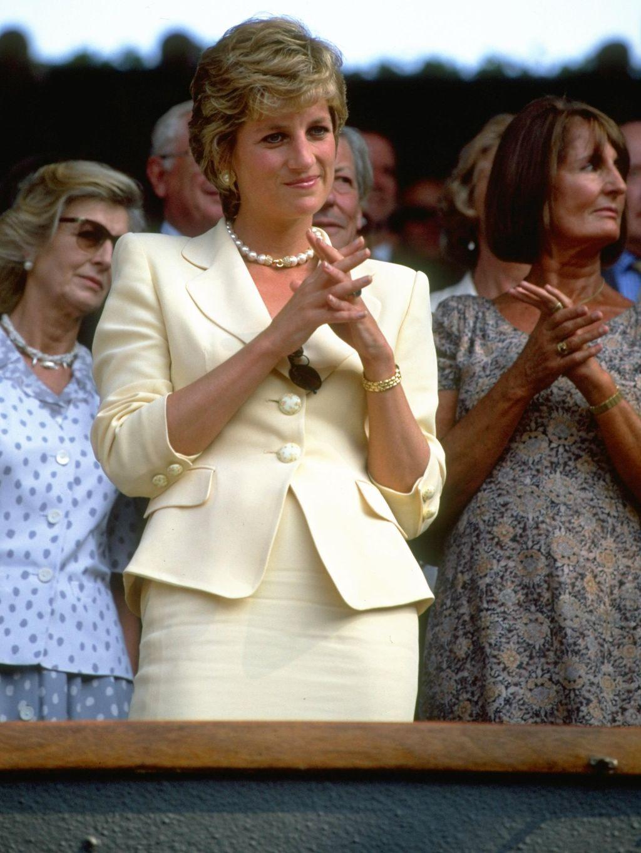 Terungkap Alasan Putri Diana Suka Bawa Tas di Dada