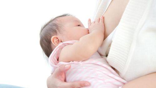 Ingat, Ibu Batuk Pilek Tetap Bisa Menyusui si Kecil Kok