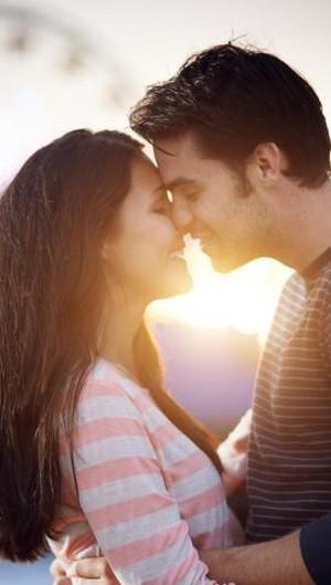 5 Hal yang Membuat Pria Jatuh Cinta pada Wanita