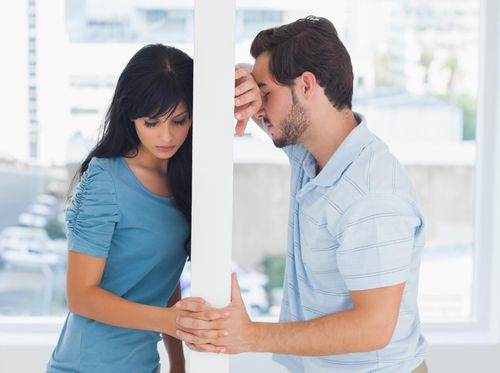 Mengapa Di Tahun Ke-4 Pernikahan Suami Kehilangan Gairah?