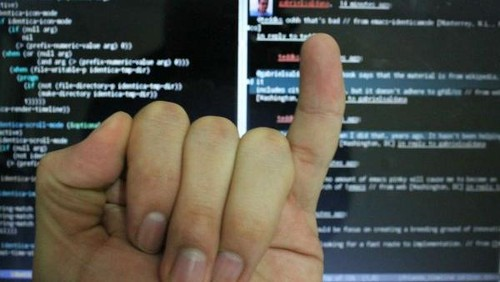 Waspadai 'Smartphone Pinky' Akibat Sering Chat Di Ponsel