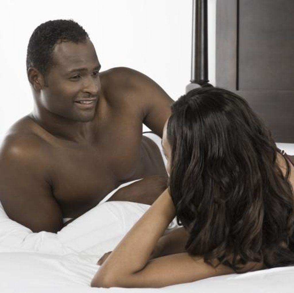 5 Hal yang Bisa Jadi Keinginan Terbesar Suami di Ranjang