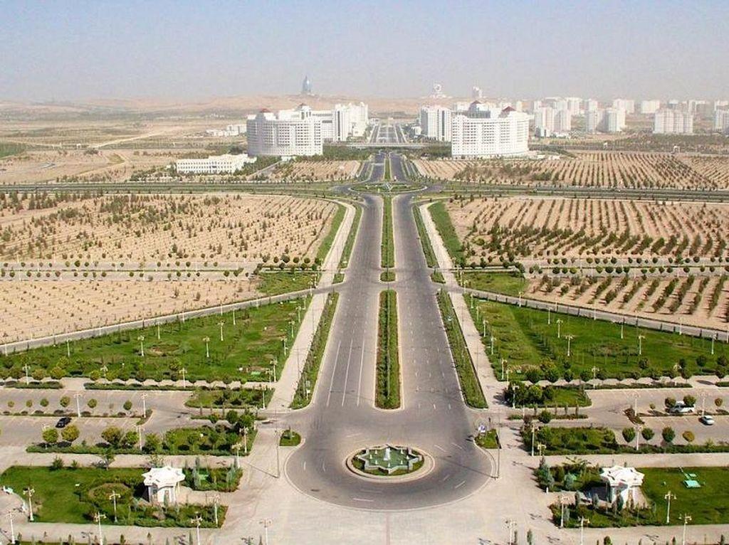 Turkmenistan, Tertutup Ala Korea Utara Tapi Megah Bukan Main