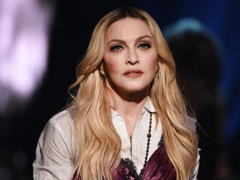 Rahasia Madonna Merawat Tangan Keriput Jadi Halus dan Tampak Muda Lagi
