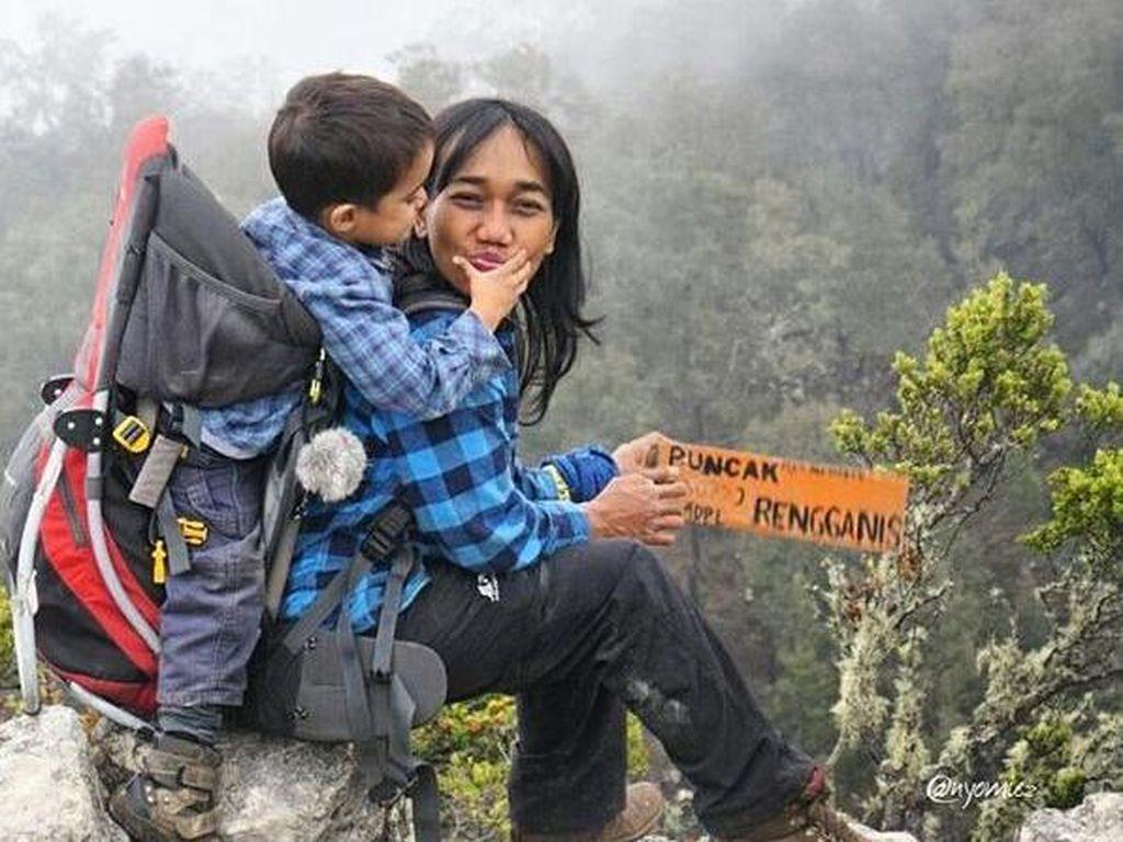 Nyoman Sakyarsih, Mama Tangguh yang Ajak Anak Daki Gunung Sejak Usia 5 Bulan