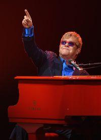 Penyanyi lagu 'Your Song' Elton John pernah melakukan operasi di tahun 1985 karena nodul vokal yang dialaminya. Sejumlah fans pun mengakui adanya perubahan suaranya setelah tindak operasi yang dijalani. (Foto: Larry Busacca)