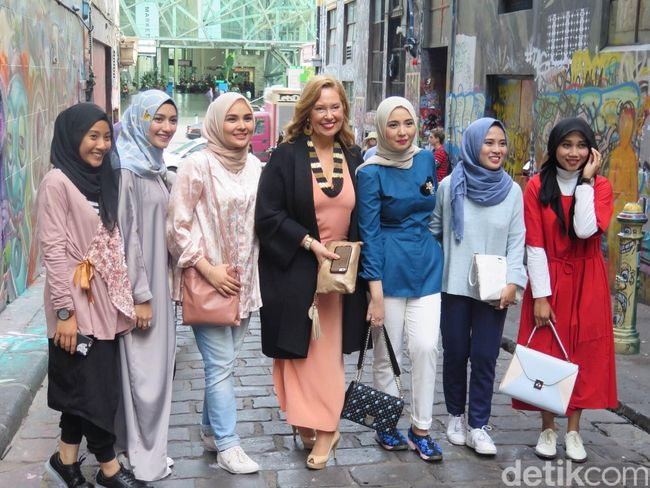 Fashion Blogger Street Style Indonesia