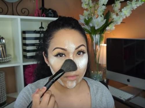Beragam Trik Aneh Vlogger Kecantikan, Pakai Tepung Maizena Sampai Pembalut