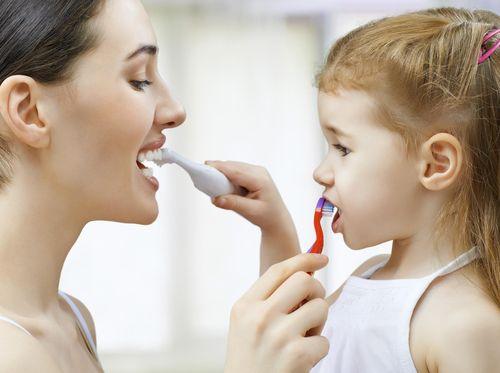 Tips Agar Balita Mau Menggosok Gigi