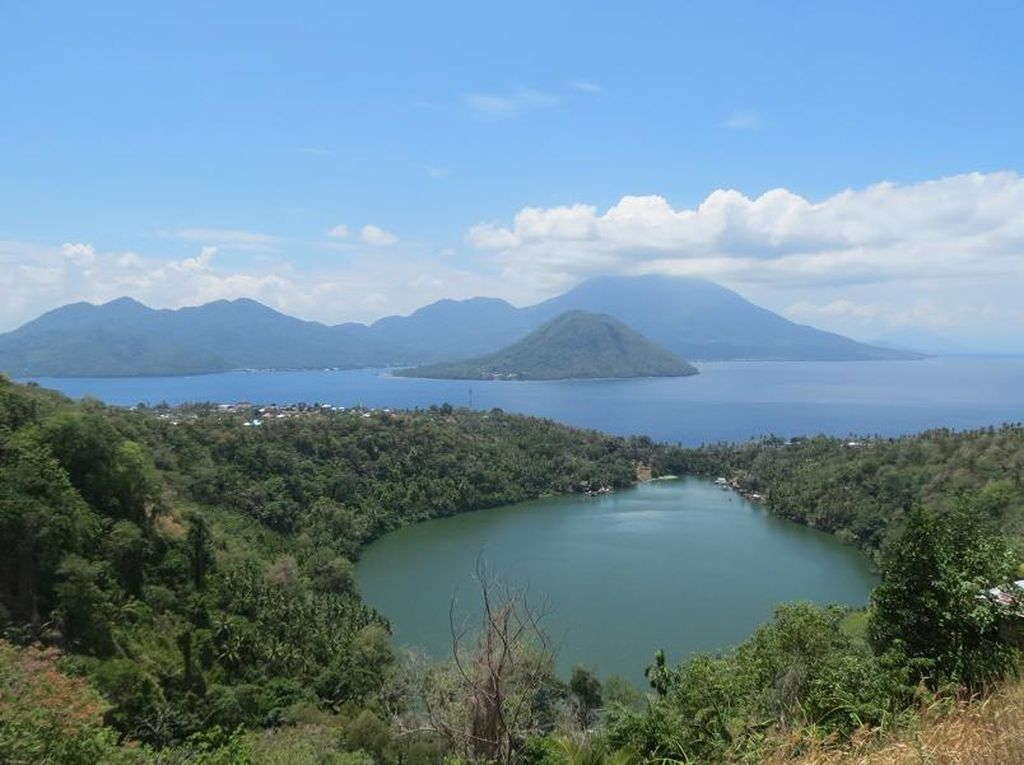 Danau Ngade, Inikah Pemandangan Paling Cantik di Ternate?