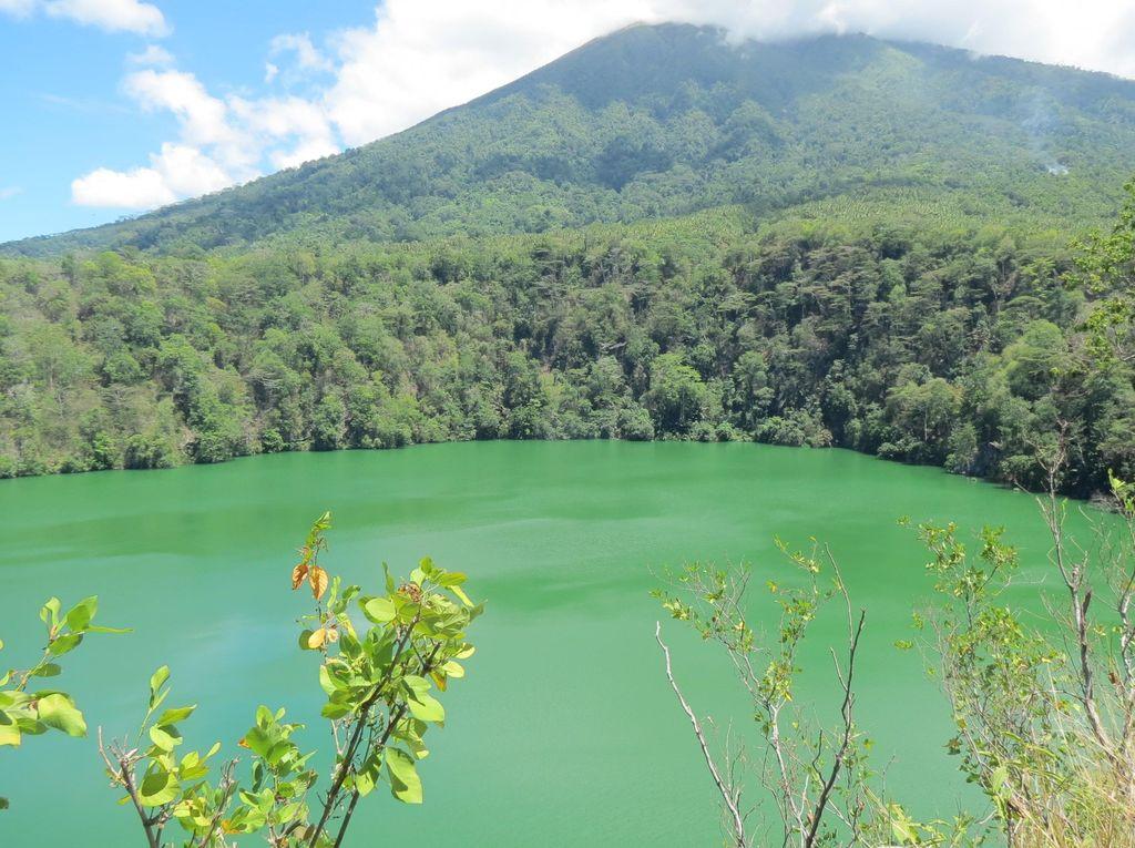 Kutukan Cinta Terlarang di Danau Tolire, Ternate