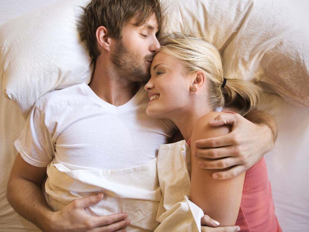 Suami Rajin Pakai Kondom, Istri Lebih Terlindungi dari Kanker Serviks