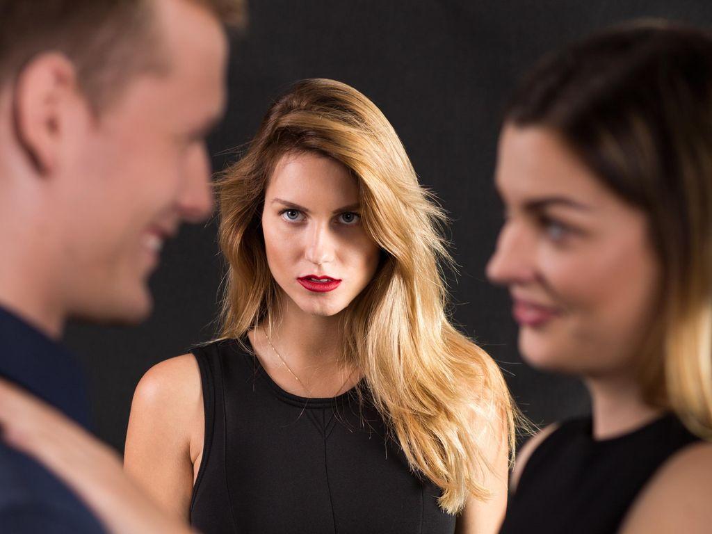 Mampukah Seorang Wanita Benar-benar Memaafkan Suami yang Berselingkuh?