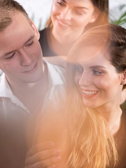 Terjebak Jadi Selingkuhan Suami Orang, Harus Bagaimana?