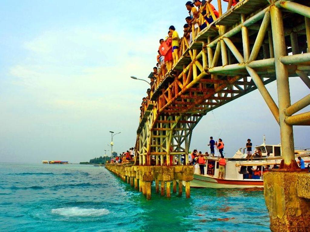 Melompat dari Jembatan, Demi Cinta di Pulau Tidung