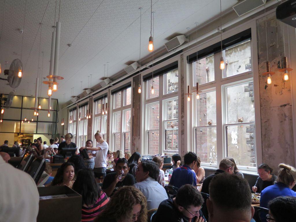 Antre Sampai 1 Jam Demi Bersantap di Resto Paling Hits di Melbourne