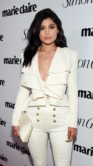 Dikabarkan Operasi Rahang, Kylie Jenner: Ibuku Tidak Akan Mengizinkan