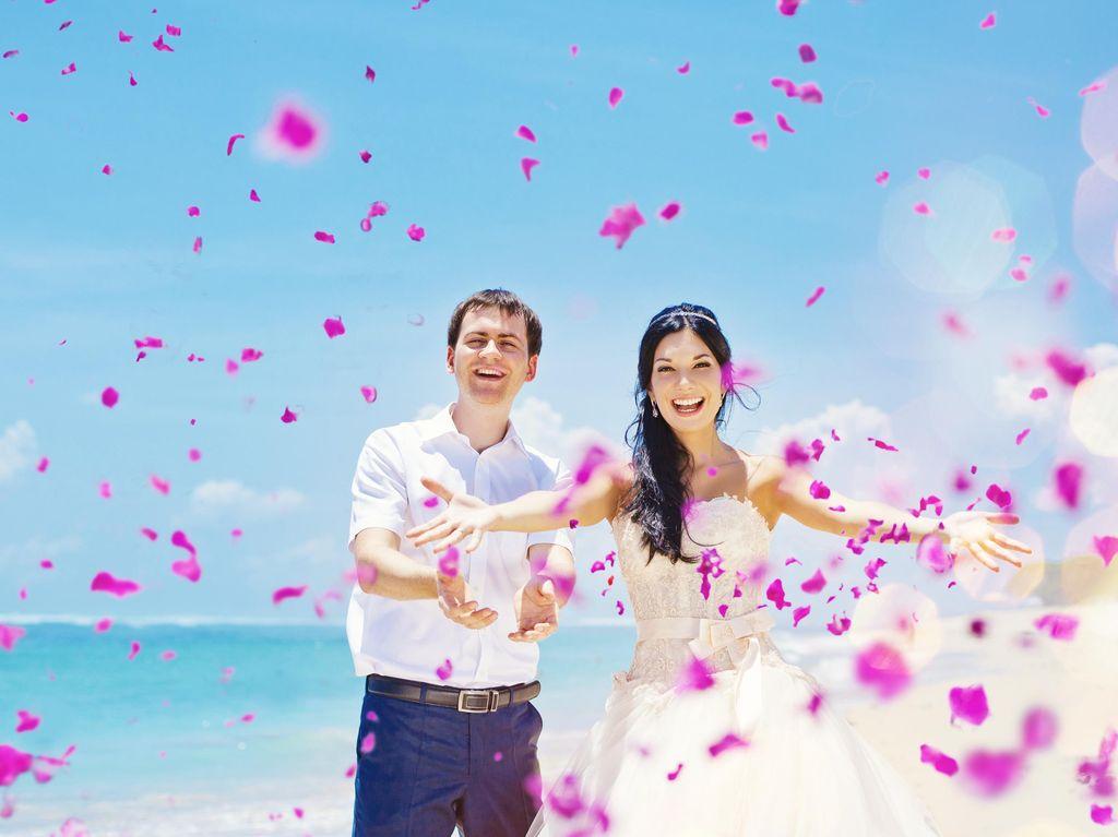 Siapa Saja yang Harus Diberikan Seragam untuk Resepsi Pernikahan?