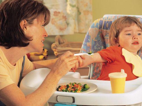 Bayi 7 Bulan Sulit Makan MPASI dan Minum ASI