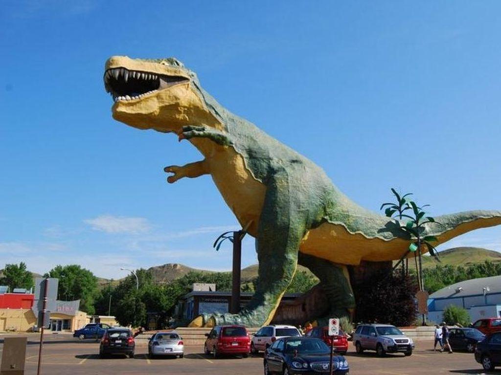 Rawr! Penampakan Patung Dinosaurus Paling Besar di Dunia