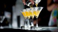 Hindari alkohol kapan saja, karena dapat meningkatkan pola gelombang otak yang biasanya terjadi saat terjaga. Artinya meski tidur, tidurnya tidak nyenyak karena otak masih cukup aktif. (Foto: Thinkstoock)