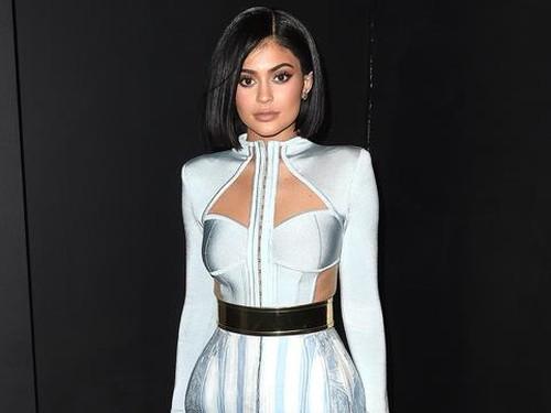 Kylie Jenner Kerjasama dengan Kim Kardashian Rilis Lipstik Matte