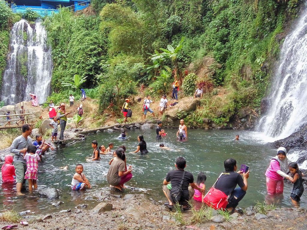Sebelum Tur ke Ijen, Sempatkan Nikmati Dinginnya Air Terjun Kembar Jagir