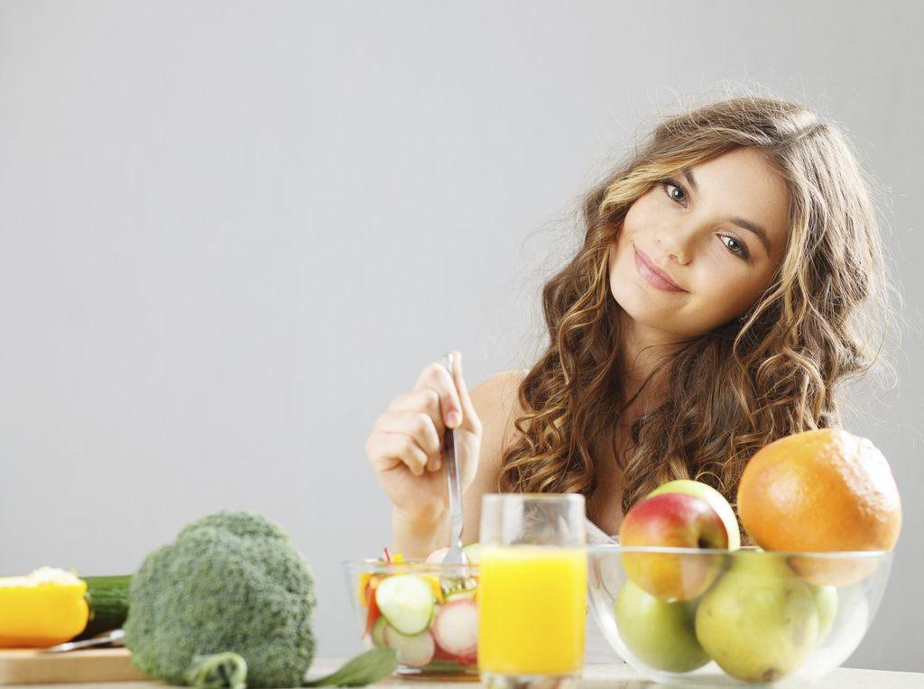 Konsumsi Makanan Ini untuk Cegah Ketombe Bertambah Parah