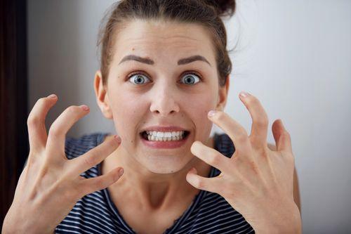 Catat, Pakar Sebut Kebanyakan Bicara Juga Bisa Picu Bau Mulut