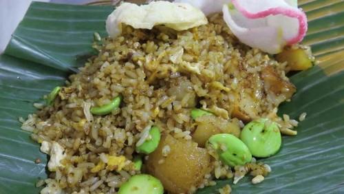 Nasi Goreng Muncul Malam: Sedapnya Nasi Goreng Kerang dan Ayam Keju Tradisional