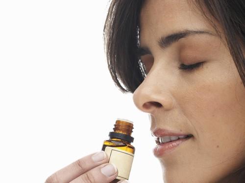 Duh, Pakai Parfum Beraroma Kuat Bisa Membuat Anda Sakit