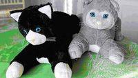 Robot yang diklaim bisa mengusir kesepian ini berbentuk kucing. Robot yang dinamai JustoCat ini memang diciptakan untuk memberikan kenyamanan bagi pasien demensia. Robot ini juga merangsang pasien untuk berkomunikasi dan berinteraksi, serta mencegah pasien melakukan tindakan repetitif. (Foto: JustoCat)