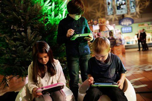 Pertimbangkan Hal Ini Sebelum Memberikan Smartphone Pada Anak
