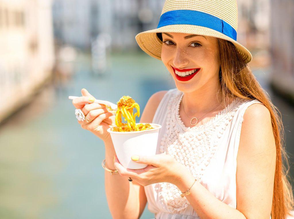 6 Makanan untuk Redakan Sakit Perut Akibat Terlalu Banyak Makan di Hari Natal